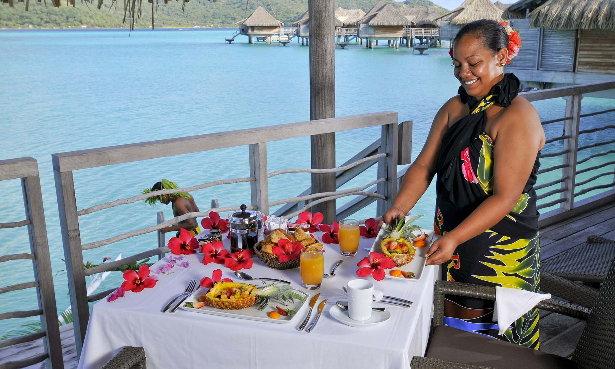 InterContinental Bora Bora Resort & Thalasso Spa, Canoe Breakfast