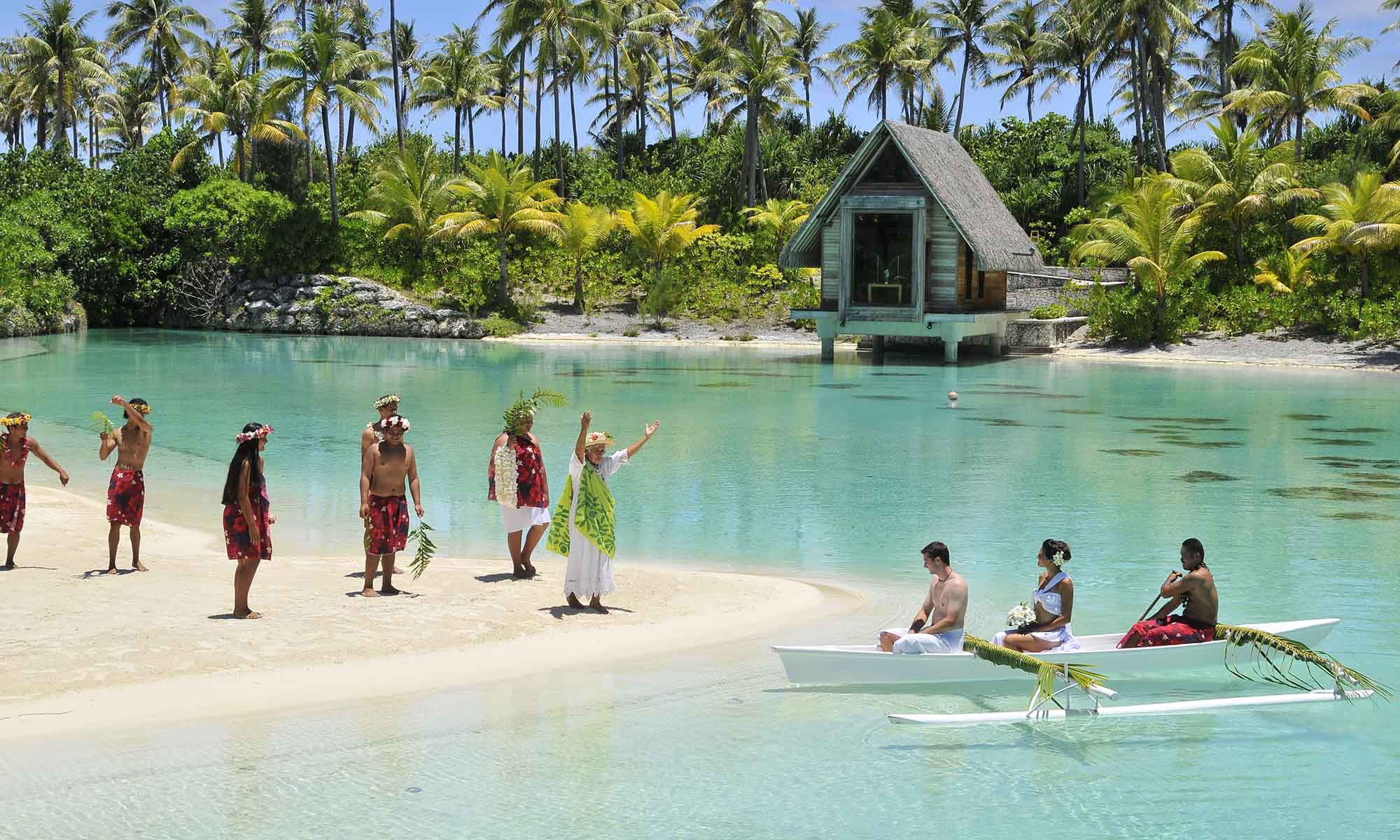 Royal bora bora beach wedding and honeymoon tahiti intercontinental bora bora resort thalasso spa wedding ceremony junglespirit Choice Image