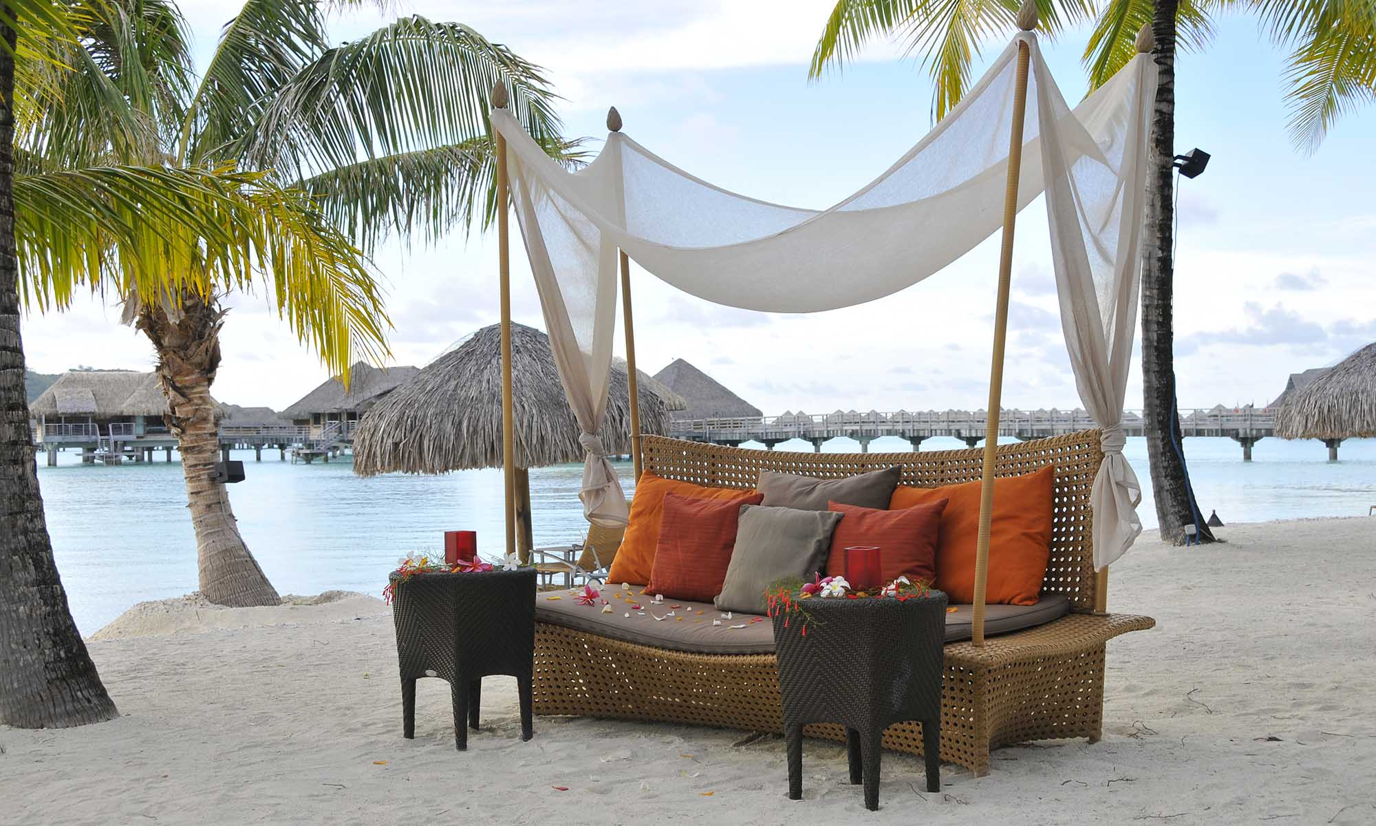 InterContinental Bora Bora Resort & Thalasso Spa, Beach Lounge