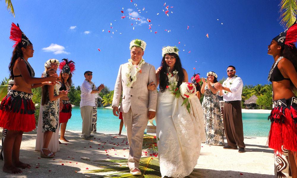 Bora bora hereroa wedding and honeymoon tahiti le meridien bora bora wedding junglespirit Choice Image