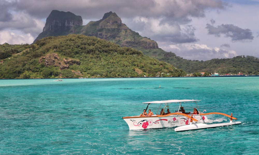 Bora Bora Romantic Tour, passing Mount Otemanu