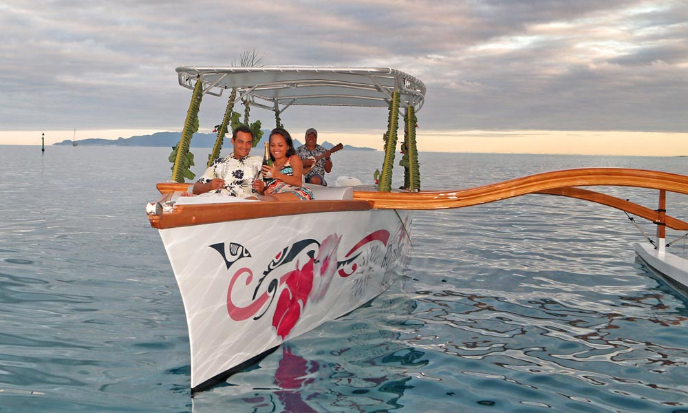 Bora Bora Romantic Tour, Semi-Private Sunset Cruise & Dinner at St James - getting serenaded