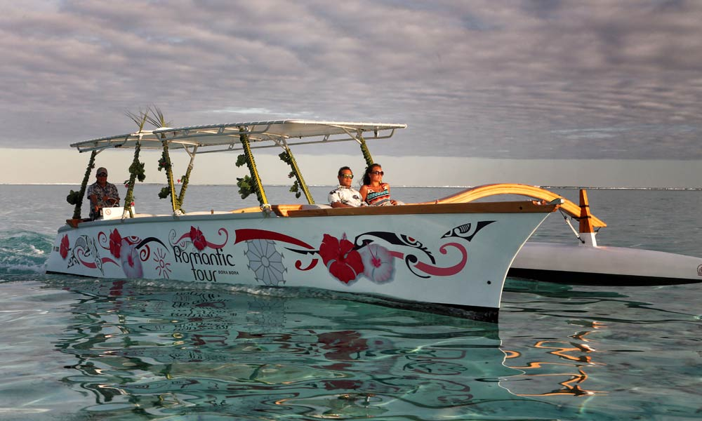 Bora Bora Romantic Tour, Semi-Private Sunset Cruise & Dinner at St James