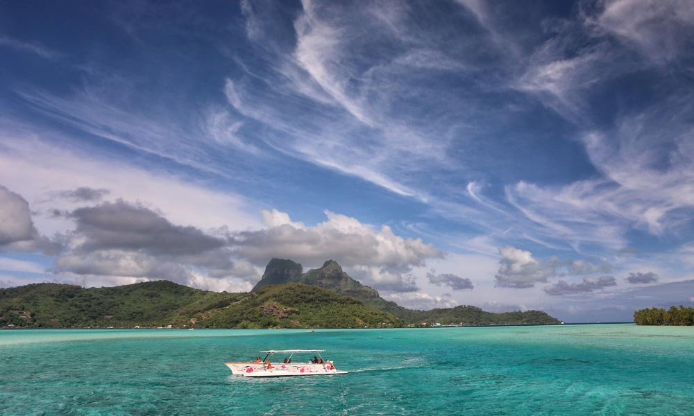 Bora Bora Romantic Tour, Semi-Private Sunset Cruise