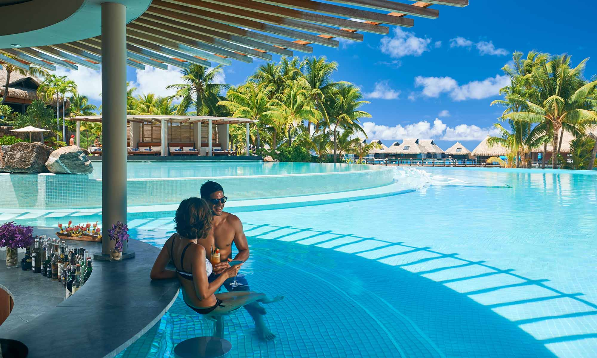 Conrad Bora Bora Nui, Swim-up Pool Bar