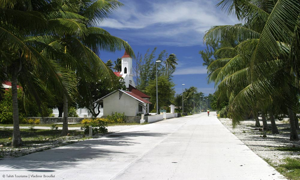 Strolling through Fakarava