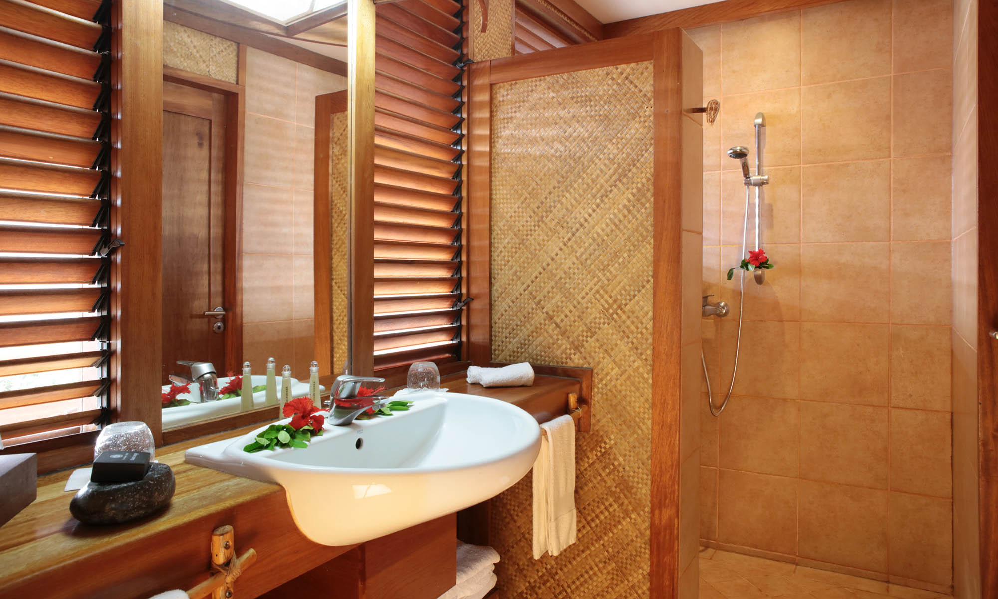 Hiva Oa Hanakee Pearl Lodge, Bungalow Bathroom