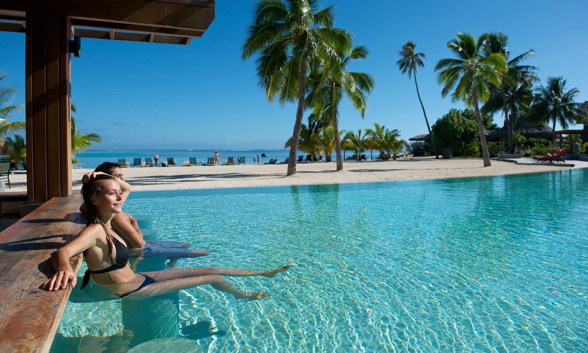 InterContinental Moorea Resort and Spa, Swim-up Beach Bar