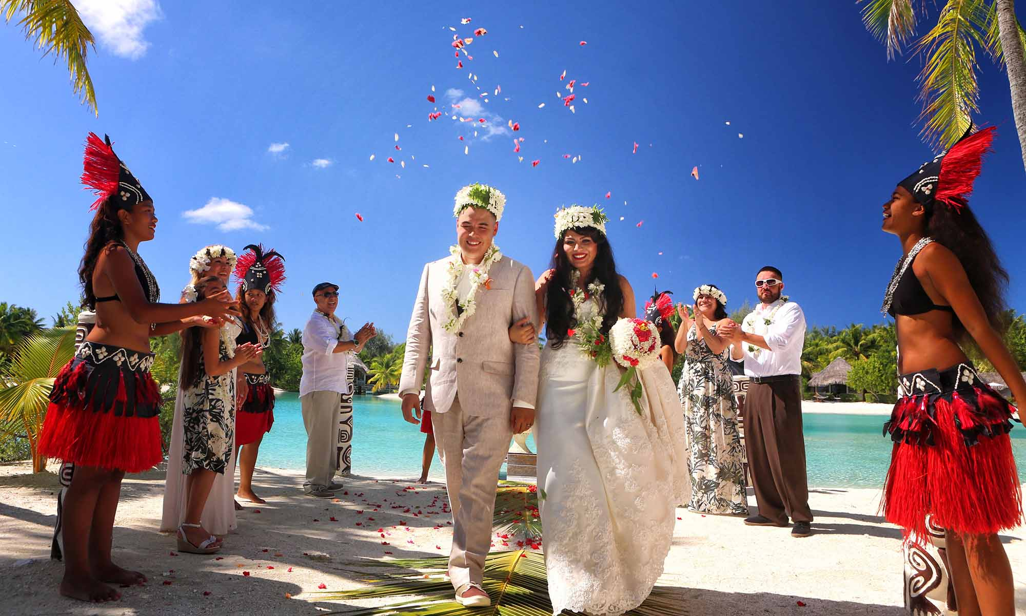 Bora bora hereroa wedding and honeymoon tahiti le meridien bora bora traditional polynesian wedding ceremony junglespirit Choice Image