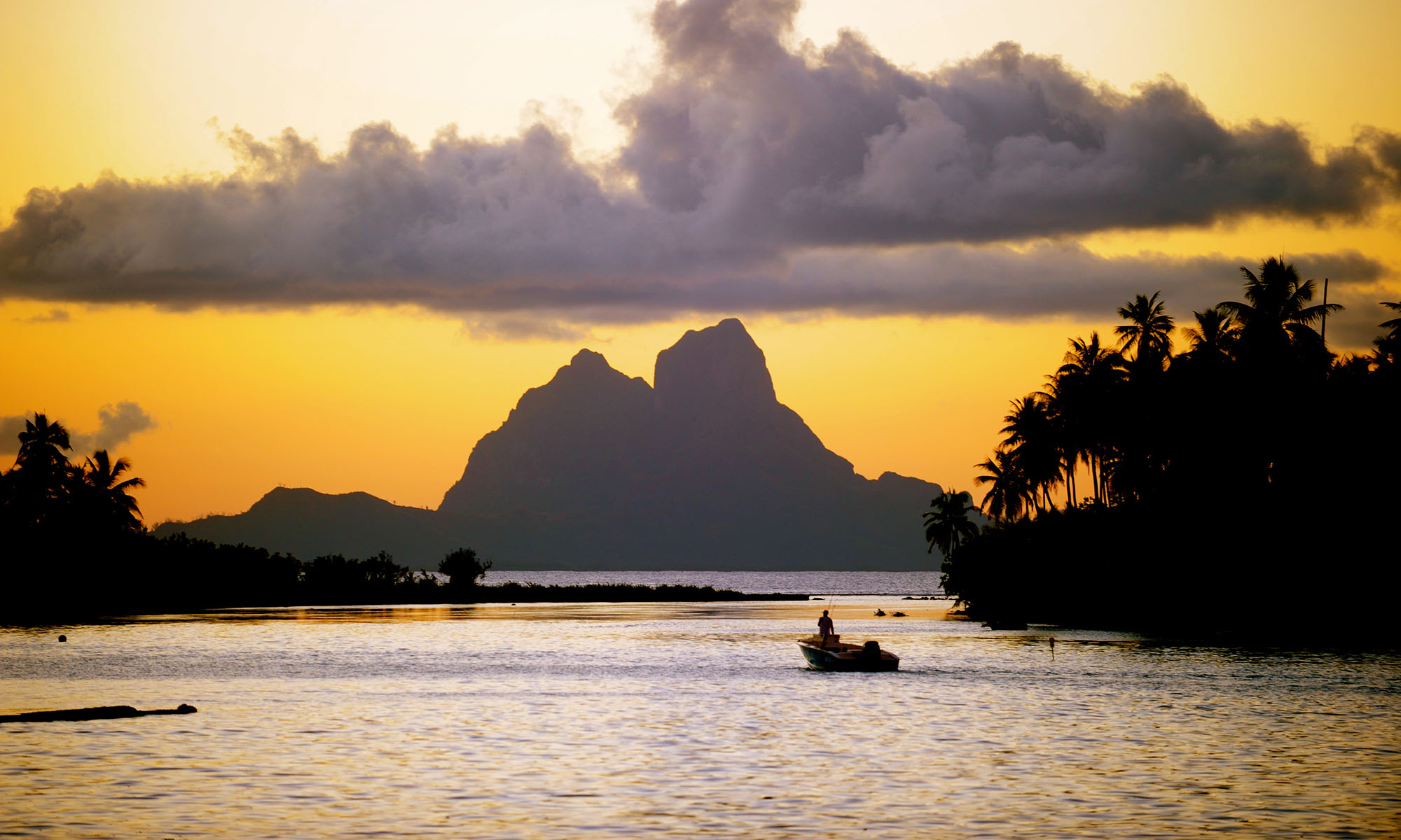 Le Taha'a Island Resort & Spa, Bora Bora Sunset View
