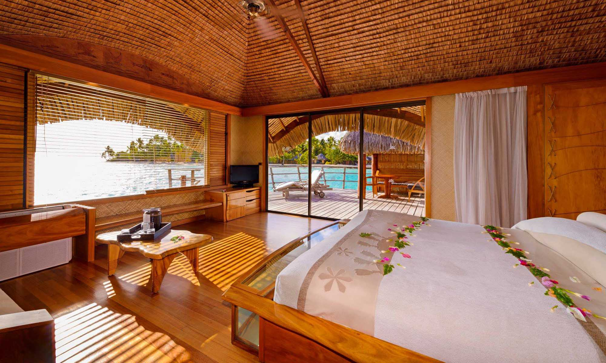 Le Taha'a Island Resort & Spa, Overwater Bungalow Interior