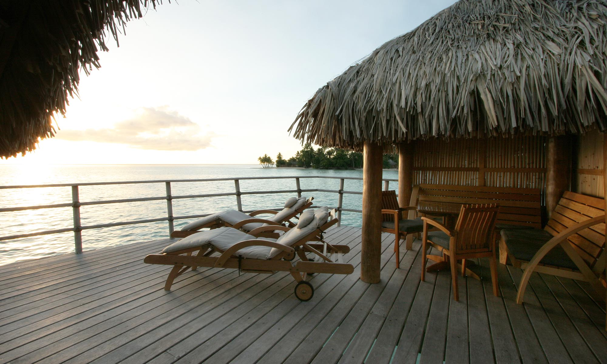 Le Taha'a Island Resort & Spa, Overwater Bungalow Deck