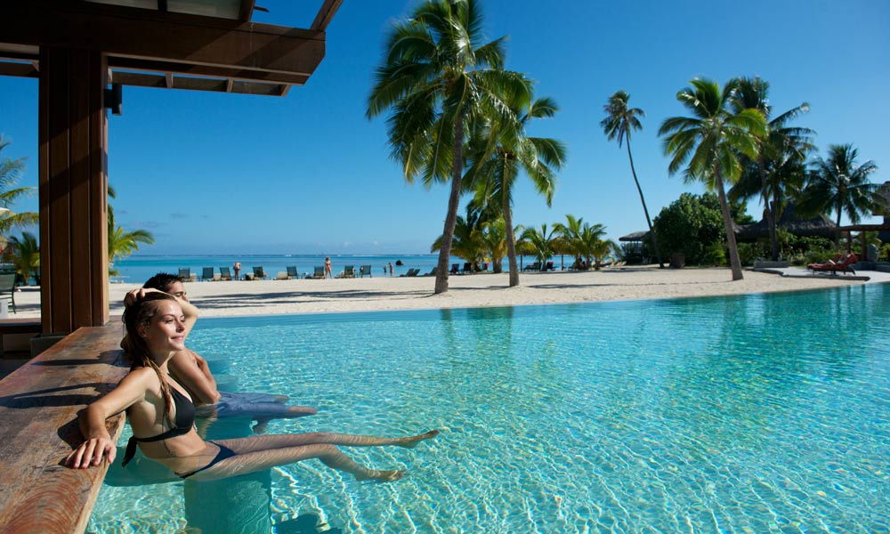InterContinental Moorea Resort and Spa, Beach Swim Up Bar