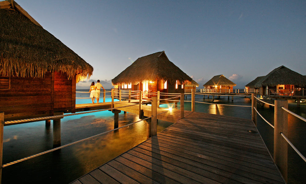 Manava Beach Resort and Spa,  Pontoon