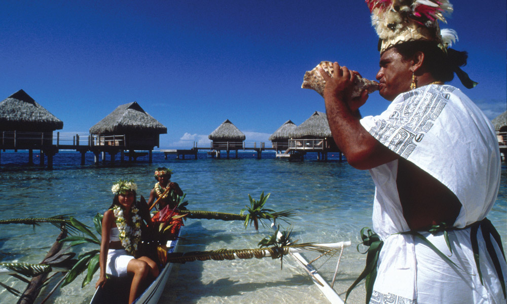 Manava Beach Resort and Spa, Outrigger Canoe Escort