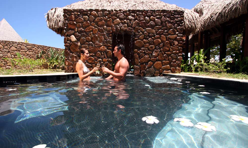 Sofitel Moorea Ia Ora Beach Resort, Couple in Plunge Pool