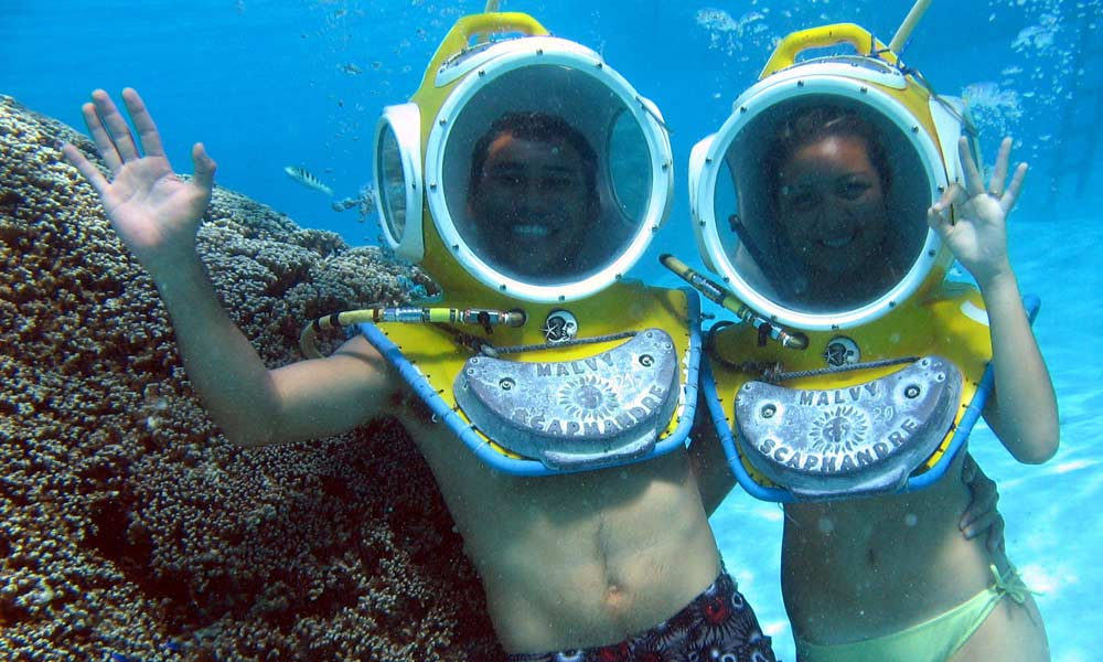 Aquablue Helmet Dive Things To Do In Moorea Tahiti Com