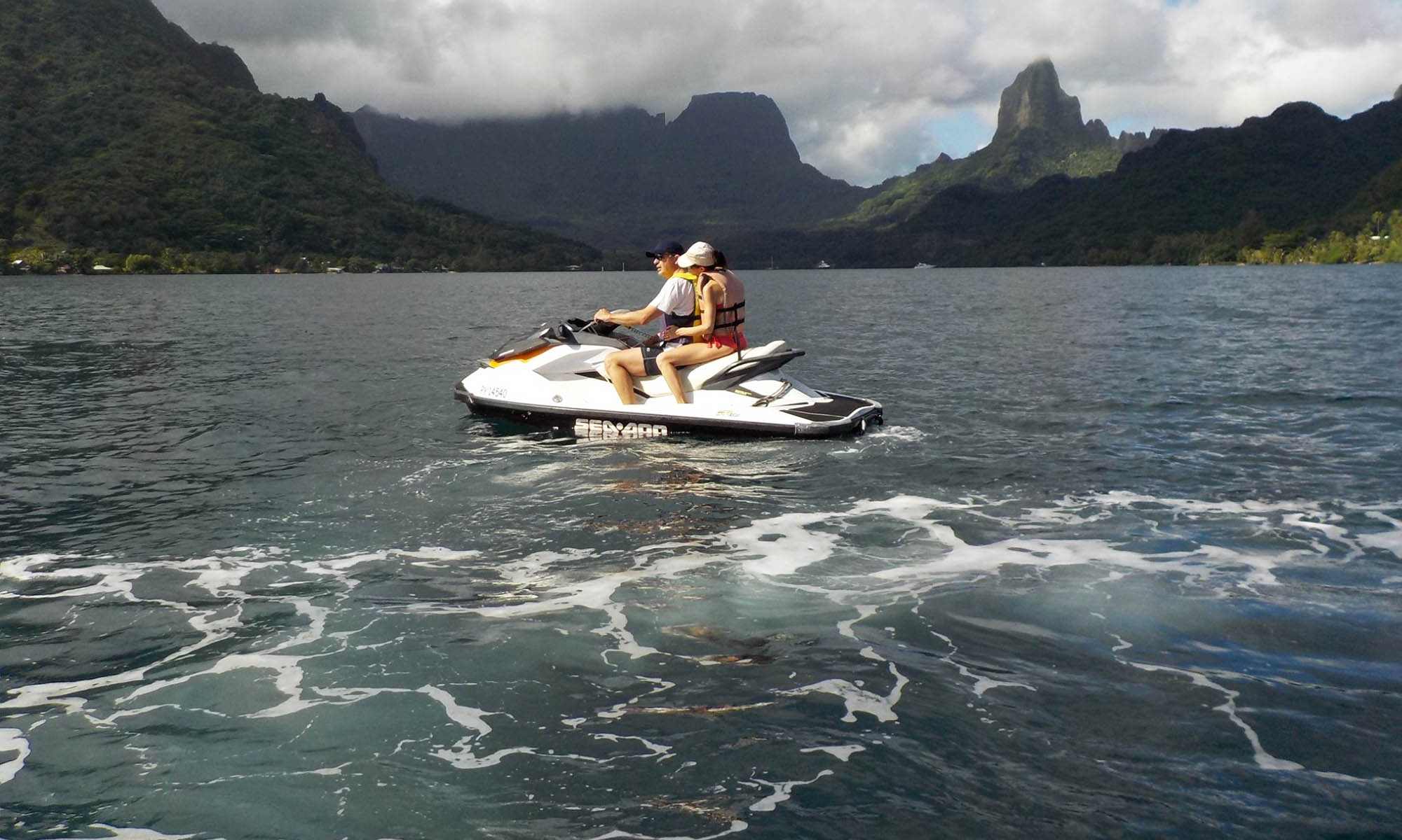 Moorea Day Tour: Jet Ski Excursion, Lunch at MBC Next Door and 4x4 Safari
