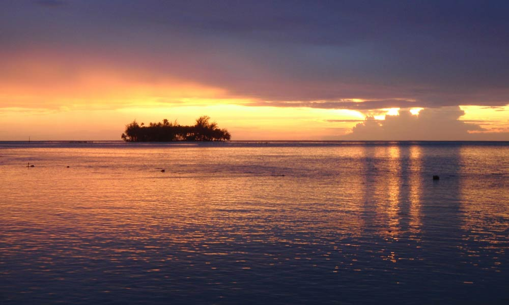 Raiatea Lodge Hotel, Sunset