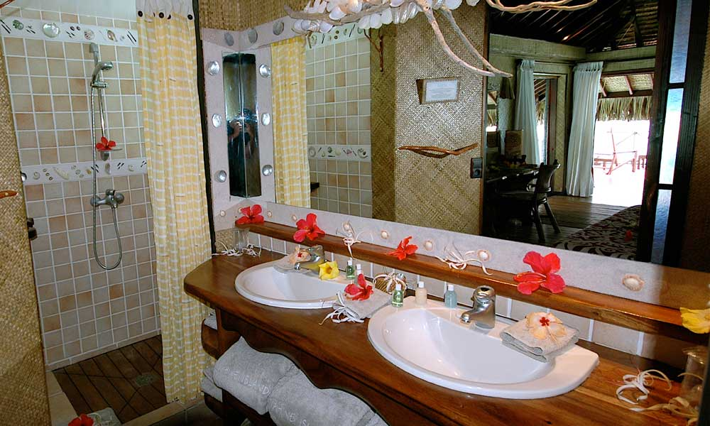 Vahine Island Private Resort, Bathroom