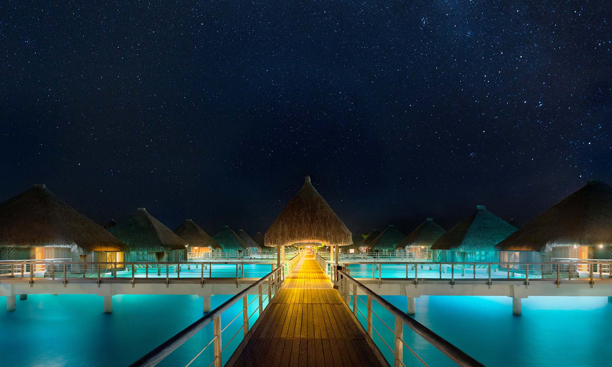 St Regis Bora Bora Resort, Pontoon