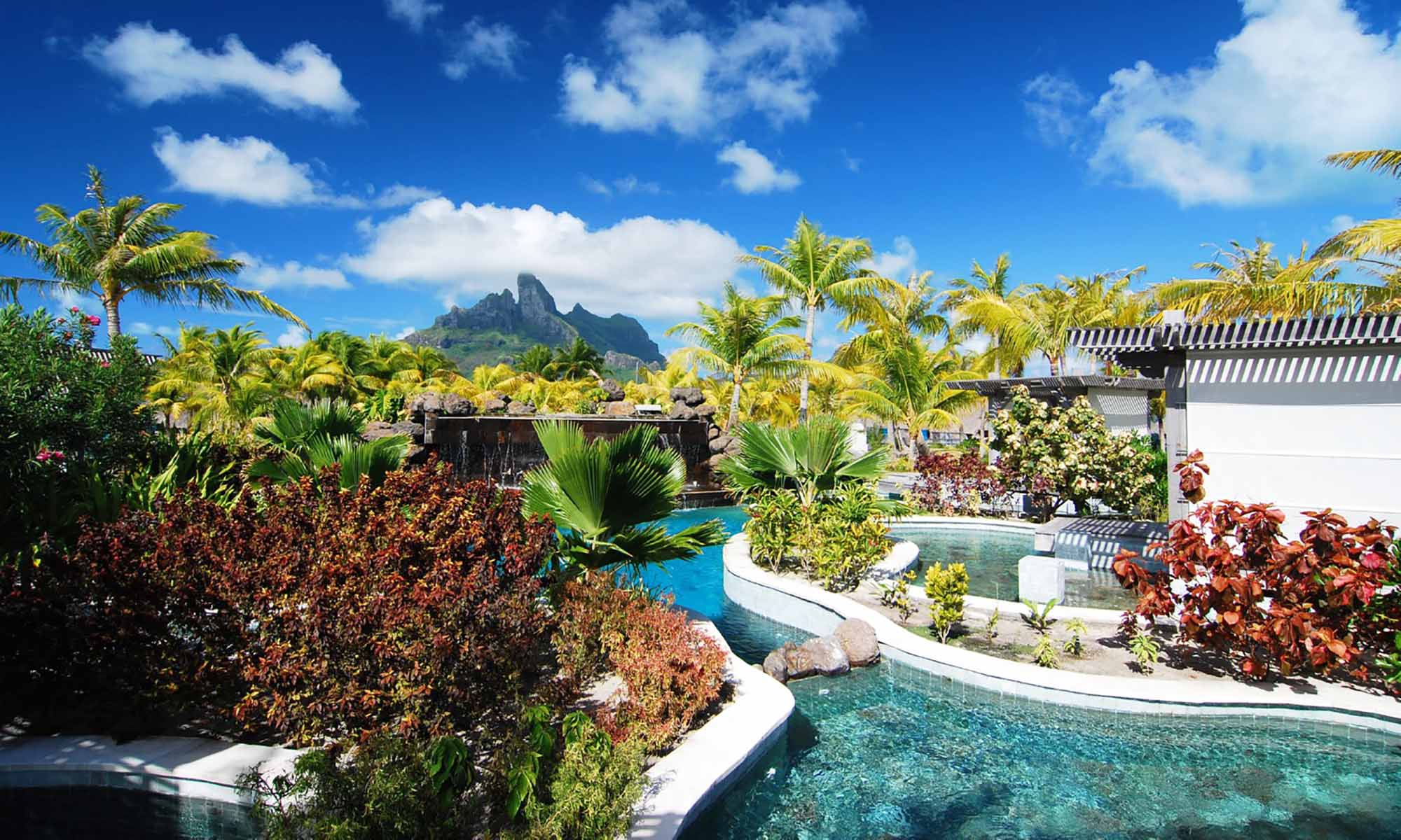 St Regis Bora Bora Resort, Pool
