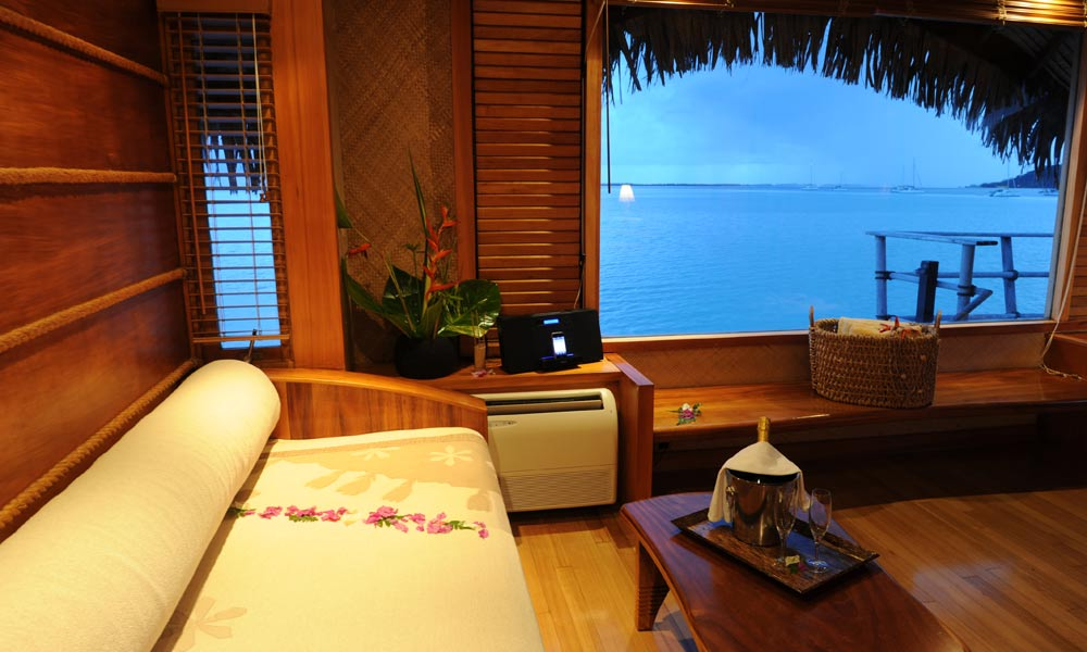 Le Taha`a Island Resort and Spa, Overwater Suite Interior