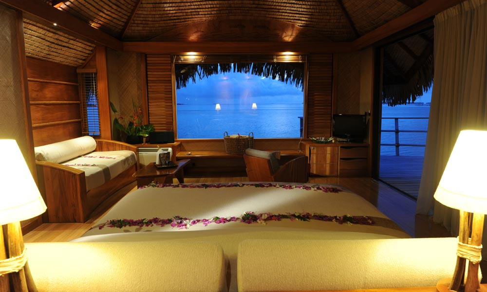 Le Taha`a Island Resort and Spa, Taha`a Overwater Suite