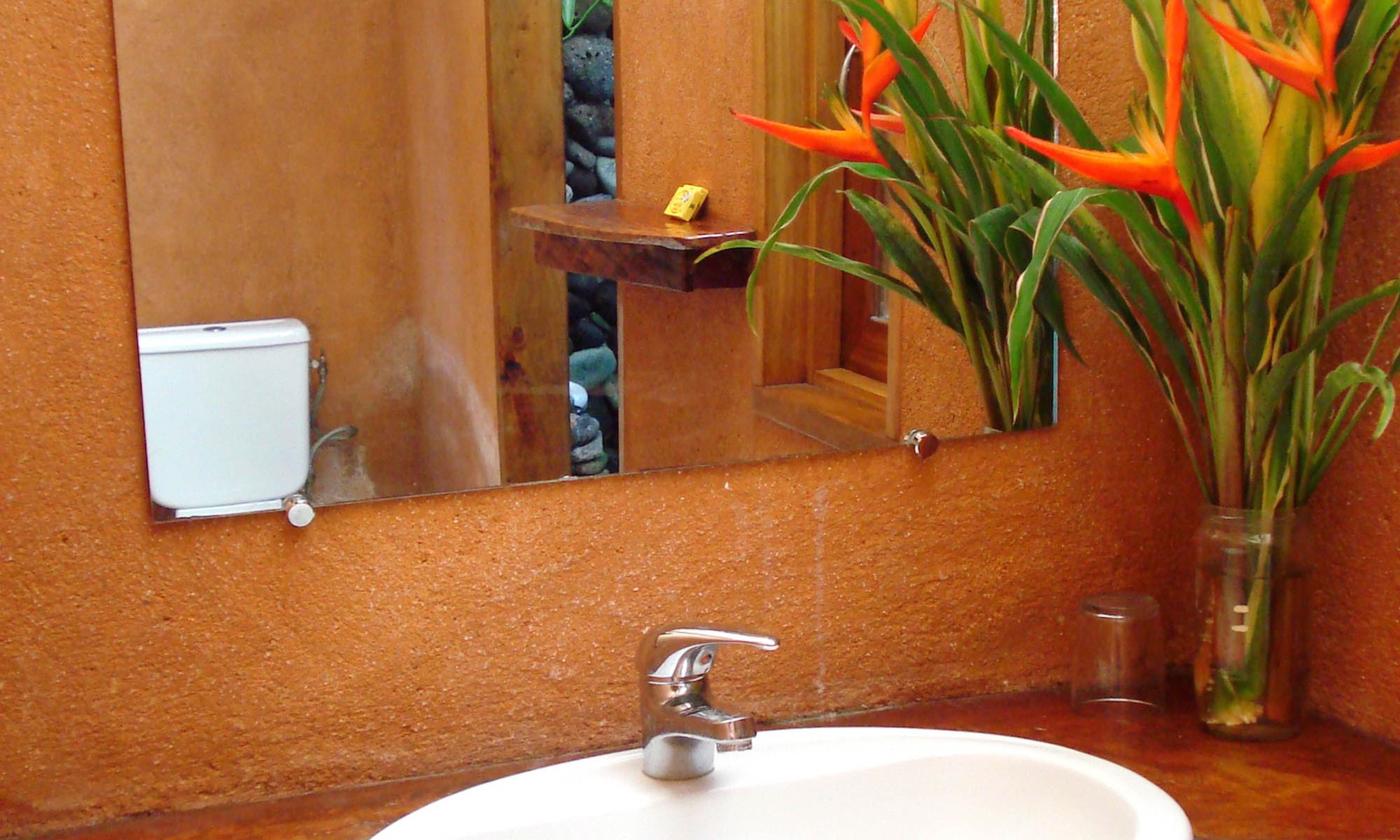 Vanira Lodge, Aito Fare Bathroom
