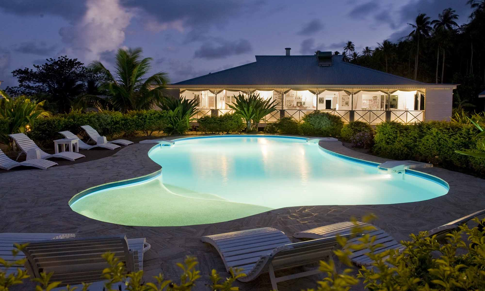 Opoa Beach Hotel, Pool at Night