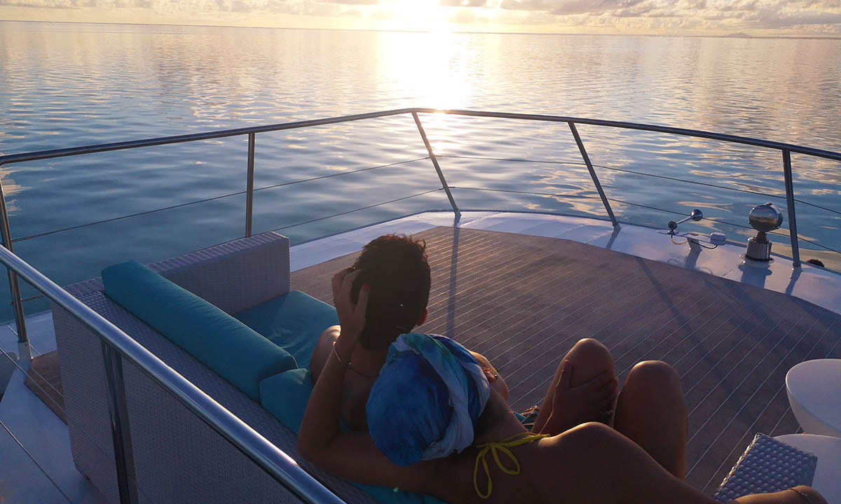 Bora Bora Lagoon Limousine Private Sunset Cruise